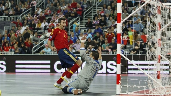 http://fr.uefa.com/MultimediaFiles/Photo/competitions/Comp_Matches/01/75/02/70/1750270_w2.jpg