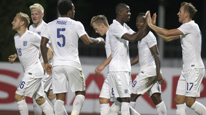 Hughes assure la qualification de l'Angleterre