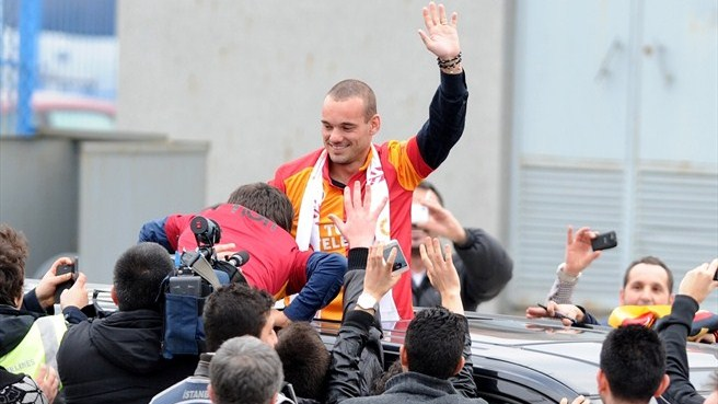 Un Galatasaray ambitieux recrute Sneijder